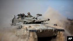 Xe tăng Israel gần biên giới Gaza, ngày 18/7/2014.