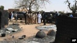 رئیس جمهور مالی در حال بازدید از محل حمله