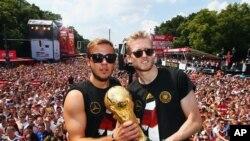ماریو گوتزی و اندری شویرلی، مهاجمین تیم آلمان