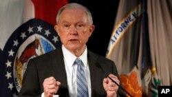 El fiscal general de EE.UU., Jeff Sessions, dice que el arresto de Julian Assange, fundador de WikiLeaks, es una prioridad.