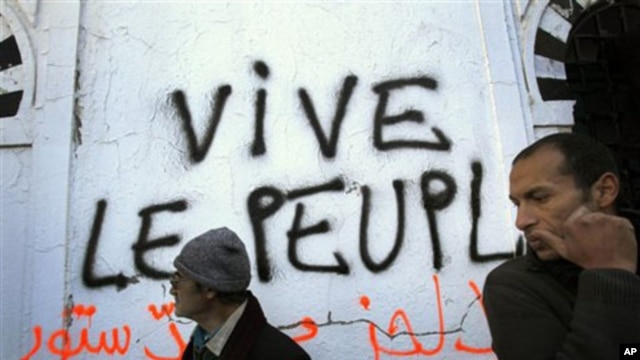 "Graffiti in Tunis reading ""Long live the people"" left by protesters demanding that any future government be free of holdovers from the former president's regime, 23 Jan 2011"