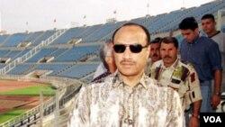 Mohammad Bin Hammam, ketika menginspeksi sebuah stadion di Lebanon (foto: dok).