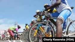 Course de vélo à Goma, RDC, le 17 mai 2015 (VOA/Charly Kasereka)