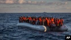 Imigrantes mo Mediterrâneo, Julho, 2016.