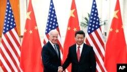 Potpredsednik SAD, Džo Bajden i kineski predsednik, Ši Djinping uoči razgovora u Pekingu, 4. decembra 2013.