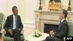 Tổng thống Mỹ Barack Obama (trái) và Tổng thống Nga Dmitri Medvedev