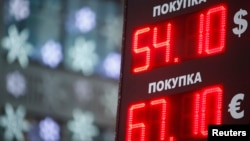 A board showing currency exchange rates is on display in Moscow, Dec. 22, 2014.