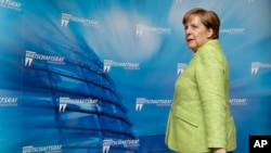 Kanselir Jerman Angela Merkel menghadiri resepsi Dewan Ekonomi Partai Demokratik Kristen Jerman di Berlin, Jerman, 27 Juni 2017. (AP Photo/Michael Sohn)