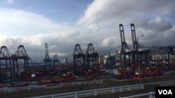 """香港的""""港"""" (美国之音记者申华拍摄)"""