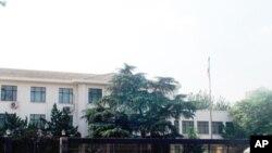 日本驻华大使馆接待过中国政经人士,也经历过反日示威