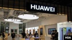 中國華為公司今年4月在台灣開設旗艦店。.(美國之音張永泰拍攝)