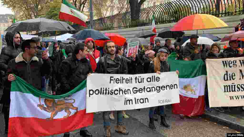 همچنین ایرانیان در وین اتریش روز چهارشنبه ۲۰ نوامبر / ۲۹ آبان در حمایت از تظاهرات مردم در ایران بر ضد جمهوری اسلامی تجمع کردند.