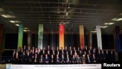 G-20集團財長周日在布宜諾斯艾利斯舉行為期兩天的會議後合照。