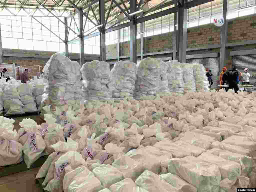 La asistencia humanitaria para venezolanos llego el viernes, con suplementos básicos.