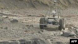Robotsko vozilo na kome naučnici testiraju novu kameru za istraživanje Marsa