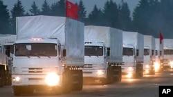 12일 러시아 수도 모스크바 외곽 알라비노에서 구호물자를 실은 트럭들이 우크라이나로 향하고 있다.