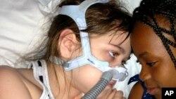 La mère de Sarah Murnaghan a mené campagne pour que sa fille reçoive des poumons d'un adulte