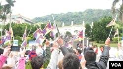藏青會台灣分會故宮前集會(美國之音申華拍攝)