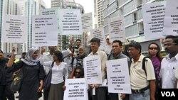 Warga mengajukan protes atas penandatanganan pertukaran pengungsi antara Malaysia dan Australia di Kuala Lumpur (foto: dok).
