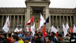 Una manifestación a las afueras de la Corte Suprema en Lima, Perú, en contra de la corrupción, el 19 de julio del 2018.