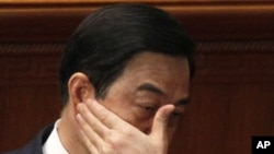 Chongqing party secretary Bo Xilai rubs his face during a session of the National People's Congress held in Beijing, March 9, 2012.