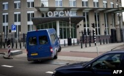 FILE - United Nations inspectors hit a vehicle at the headquarters of the Organization for the Prohibition of Chemical Weapons (OPCW) in The Hague on 31 August 2013.