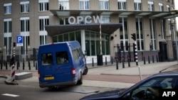 Các thanh sát viên đến trụ sở tổ chức phòng chống võ khí hóa học, OPCW, ở Hague