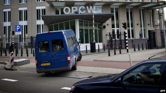 United Nations inspectors arrive in a van at the headquarters of the Organisation for the Prohibition of Chemical Weapons (OPCW), in The Hague, Aug. 31, 2013.