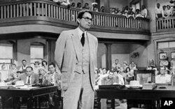 Gregory Pect thủ vai luật sư Atticus Finch trong phim 'To Kill a Mockingbird'