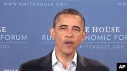 Обама го стега ременот