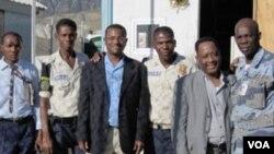 Chèf sèvis kreyol la Ronald Cesar ak kolaboratè Lyonel Desmarattes ak Gad kan Corail la ann Ayiti
