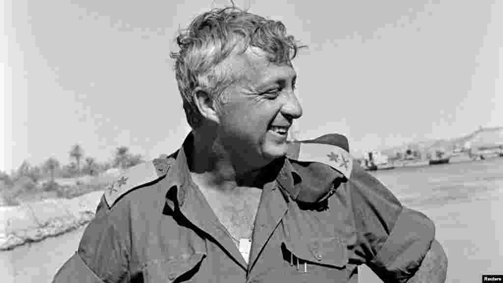 1973年10月31日以色列少将阿里埃勒·沙龙在当时被以色列占领的苏伊士运河。