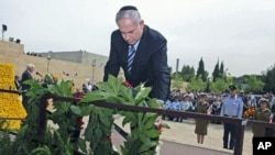 Israel's Prime Minister Benjamin Netanyahu lays a wreath during a ceremony marking Holocaust Remembrance Day at Yad Vashem Holocaust Memorial in Jerusalem, May 2, 2011