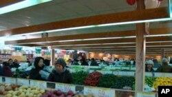 華人超市所賣的食品有中英文說明