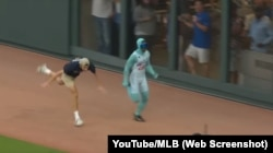 The Freeze races against fans at Atlanta Braves baseball games.