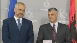 Thaçi me udhëheqësit politikë të Tiranës