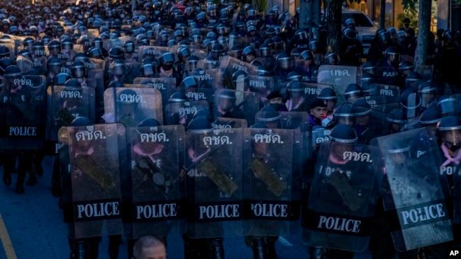 Cảnh sát chống bạo động trong khu vực diễn ra biểu tình ở thủ đô Bangkok, Thái Lan, vào ngày 15/10/2020.