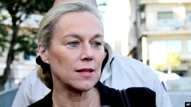 Sigrid Kaag, the head of the U.N. team charged with destroying Syria's chemical weapons, speaks with reporters in front of the Four Seasons hotel in Damascus, Syria, Oct. 22, 2013.