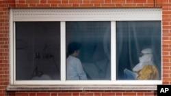 دراسپانیا سه تن دیگر بخاطر ویروس ایبولا تحت مراقبت صحی قرارگرفتند