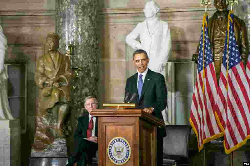 總統奧巴馬在銅像揭幕儀式上發表講話