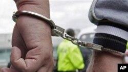 Um paquistanês e um iraniano foram detidos na Praia
