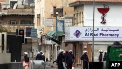 Policija u Bahreinu patrolira ulicama u predgrađu Maname, 17. mart 2011.