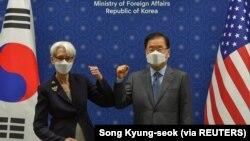 美国副国务卿谢尔曼在首尔与韩国外长举行会谈(2021年7月22日)