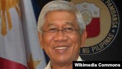 菲律賓國防部部長伏爾泰.加斯明