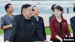 Ким Чен Ын и Ли Соль Ю