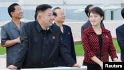 北韓最高領導人金正恩元帥攜夫人李雪主7月25日出席了首都平壤綾羅人民遊園地竣工儀式。