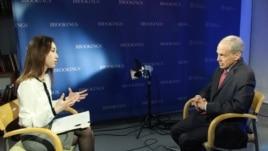 VOA와 인터뷰하는 브루킹스 연구소 선임연구원 케네스 리버탈 박사(오른쪽).
