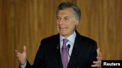 """Archivo - El mandatario argentino, Mauricio Macri, piensa que es hora de """"prepararse y ser más competitivos"""" en el campo comercial."""