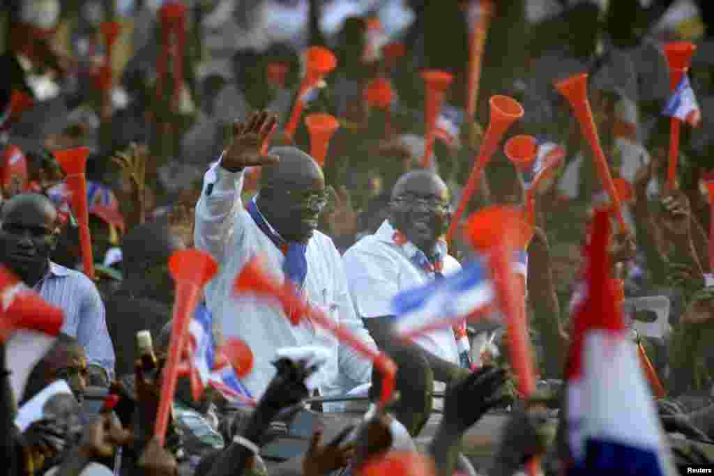 Ghanaian presidential candidate Nana Akufo-Addo (L) of the opposition New Patriotic Party (NPP) waves during his last rally at Sutherland Addy Children's Park in Accra, Ghana, December 5, 2012.