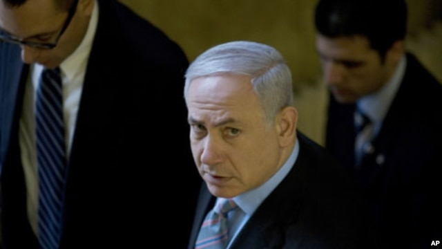Israel's Prime Minister Benjamin Netanyahu (C) arrives at the weekly cabinet meeting in Jerusalem, February 20, 2011